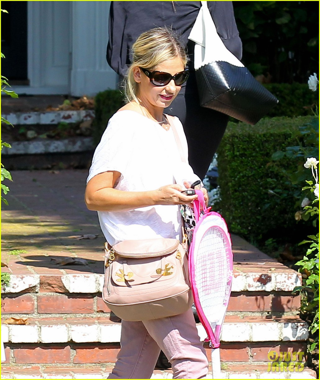 sarah michelle gellar tracked down robin williams for crazy ones 04
