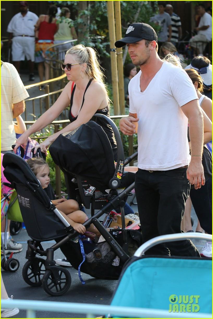 cam gigandet debuts baby rekker on family disney trip 042902533
