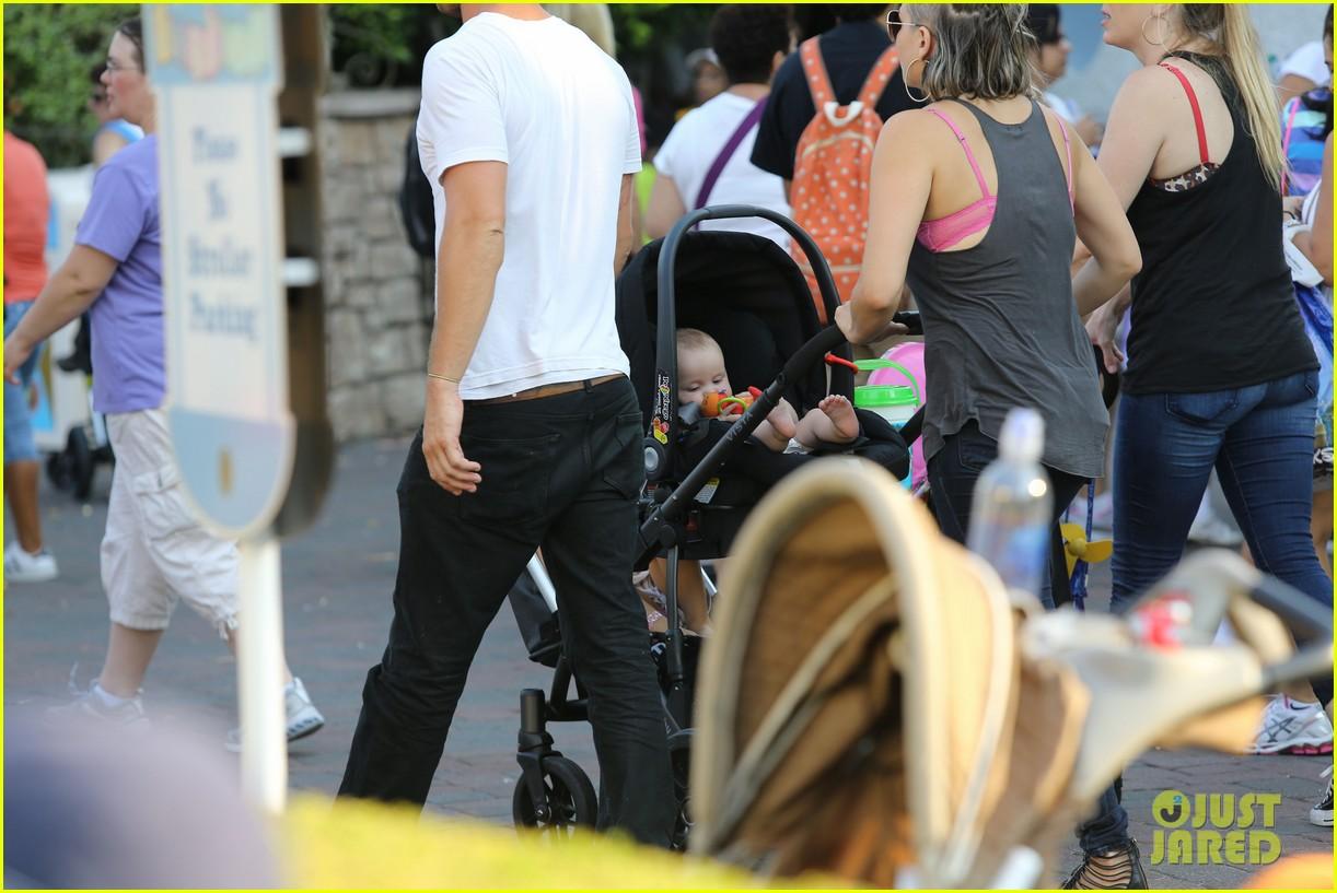 cam gigandet debuts baby rekker on family disney trip 352902564