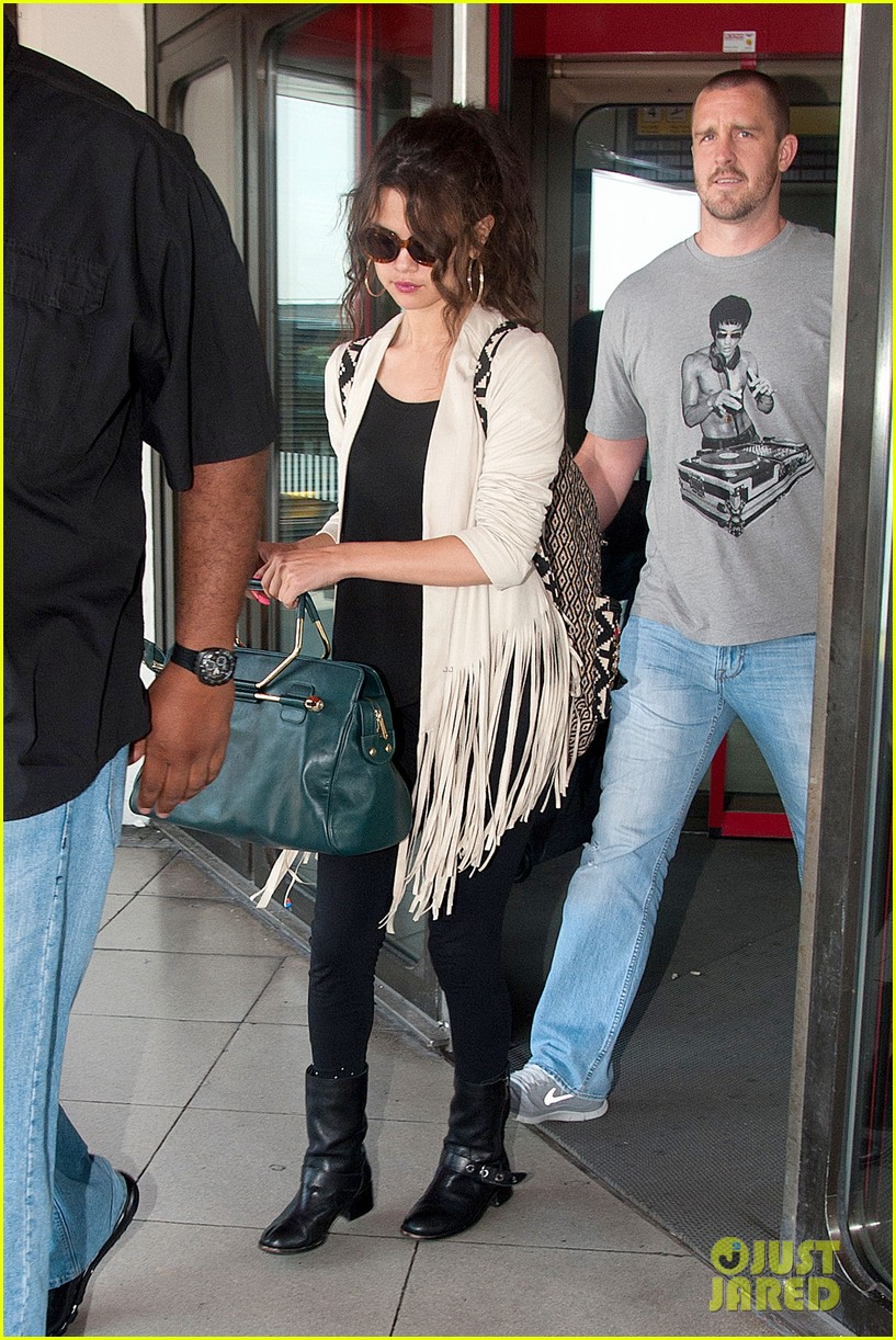 selena gomez catches flight to attend adidas neo launch 082906086