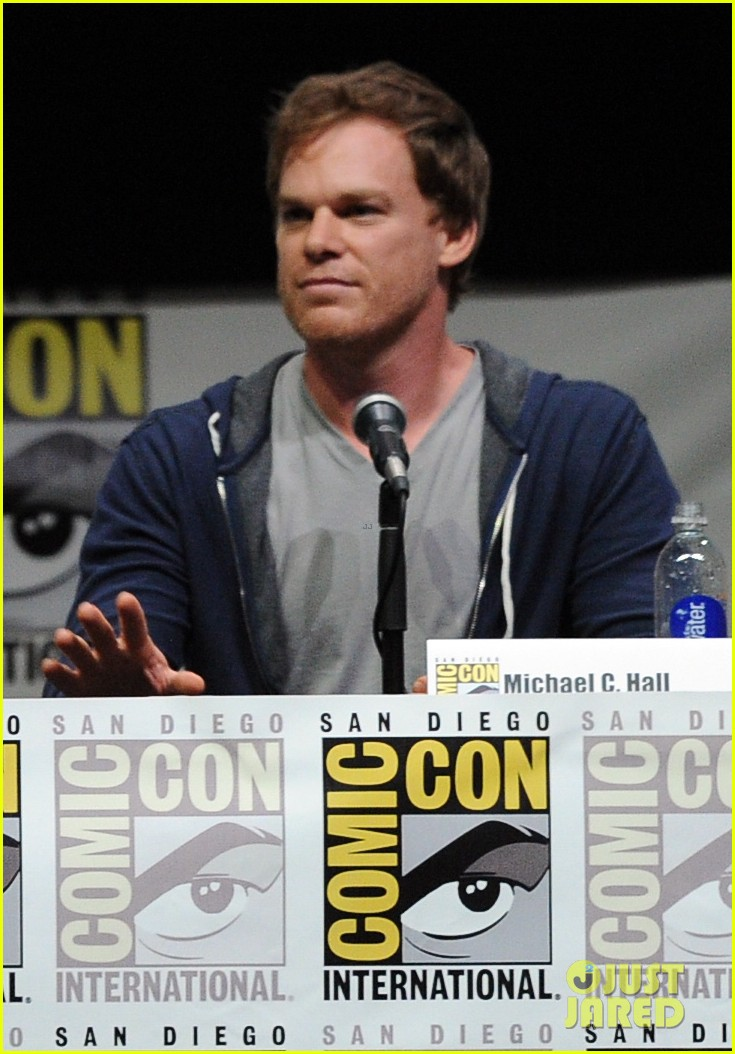 michael c hall jennifer carpenter dexter comic con panel 01
