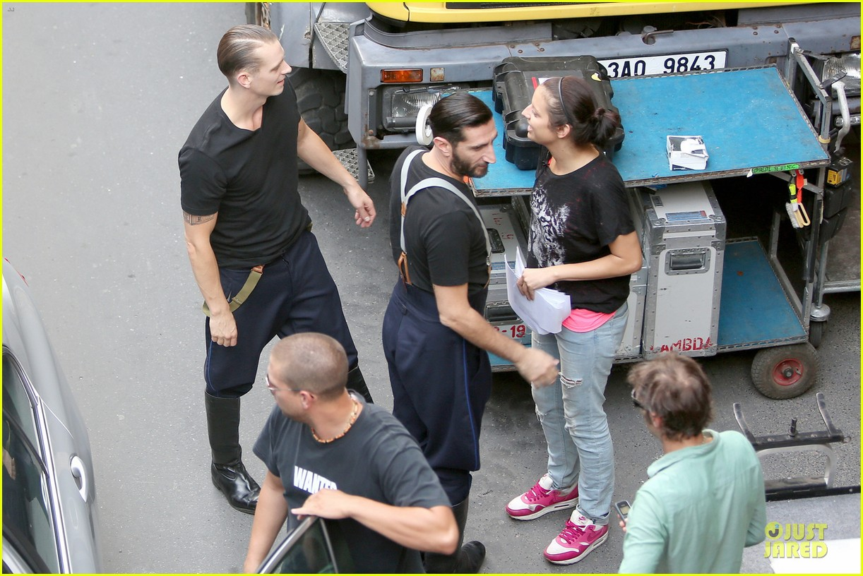 tom hardy noomi rapace child 44 set with joel kinnaman 05