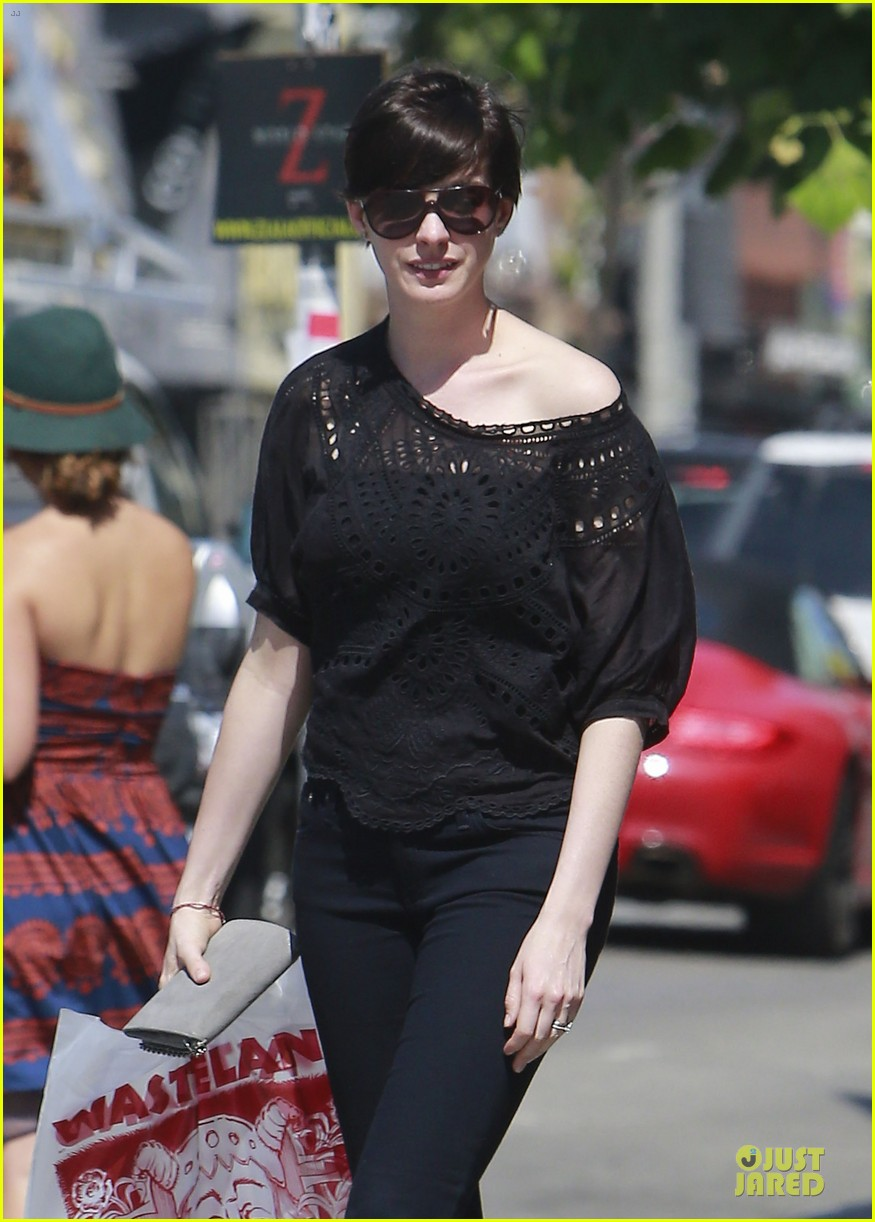anne hathaway wasteland shopping with adam shulman 102914847