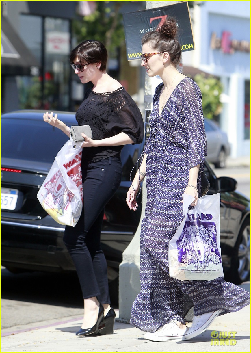 anne hathaway wasteland shopping with adam shulman 132914850