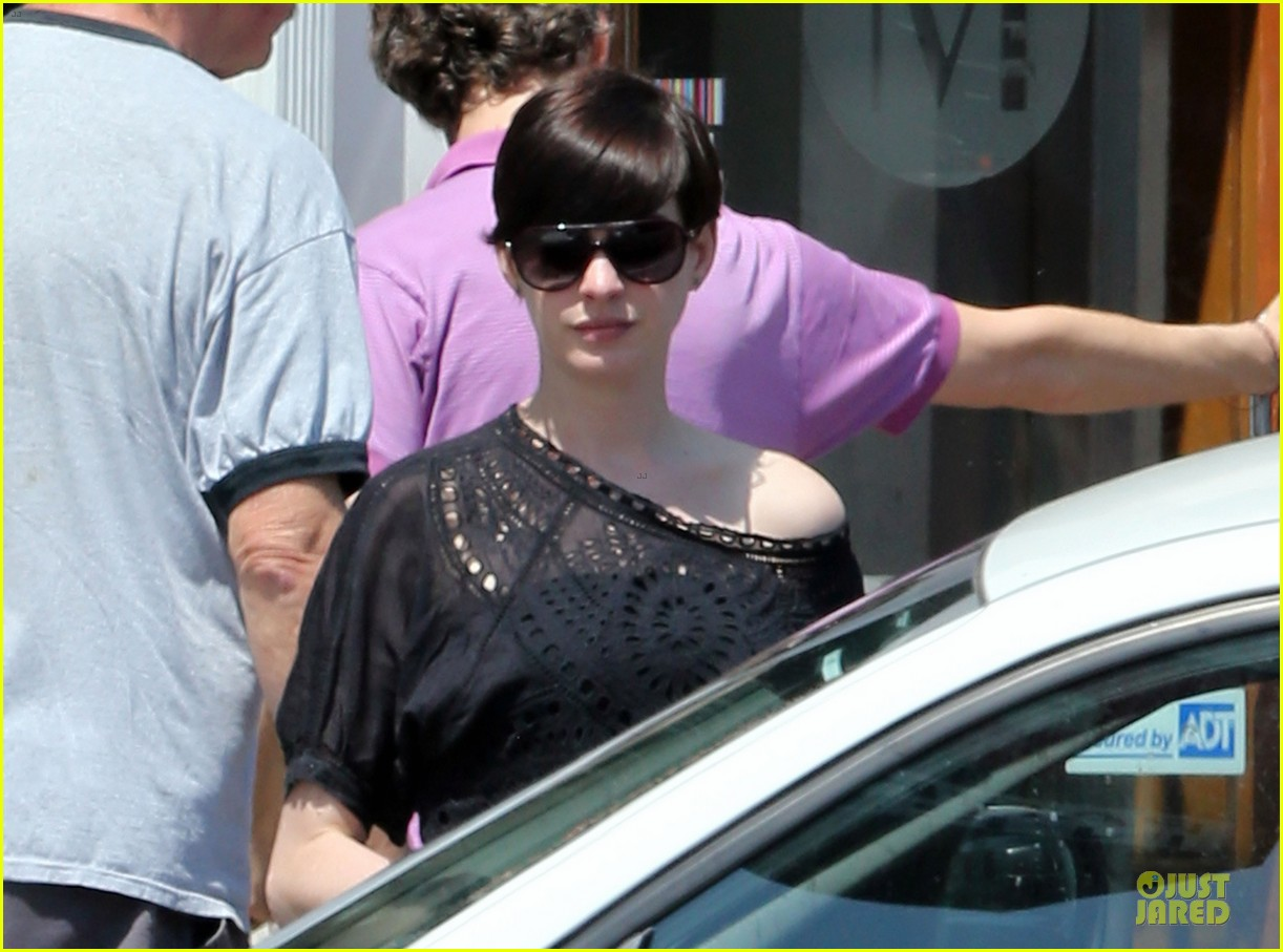anne hathaway wasteland shopping with adam shulman 142914851