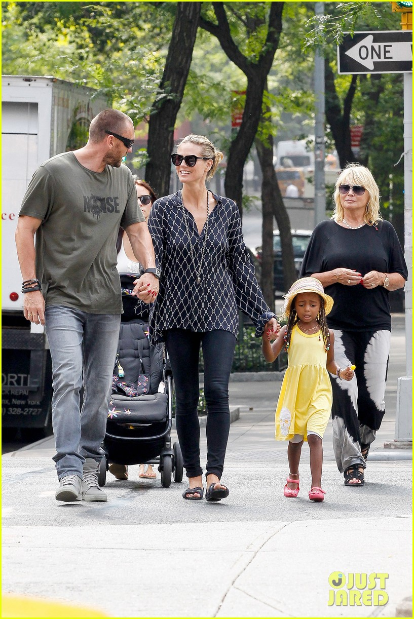 heidi klum martin kirsten spider man on broadway with the kids 402907394