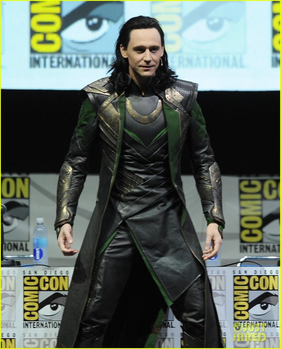 tom hiddleston attends thor comic con panel as loki 08