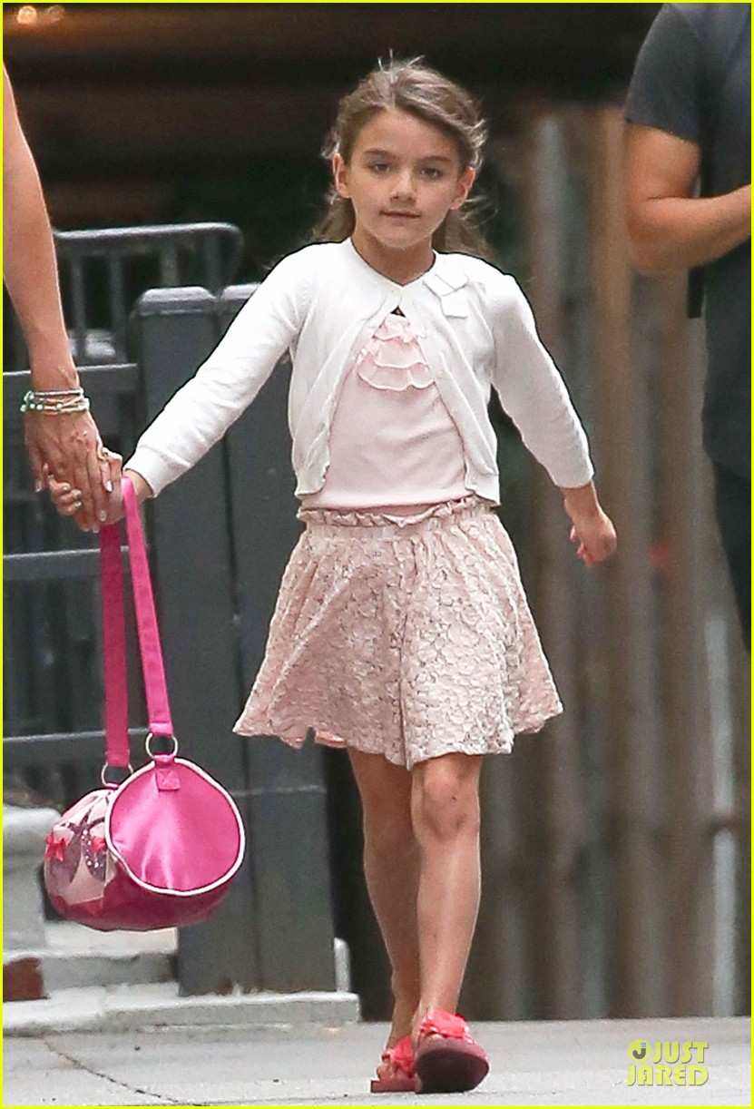 katie holmes outfit change after suri gymnastics class 042908686