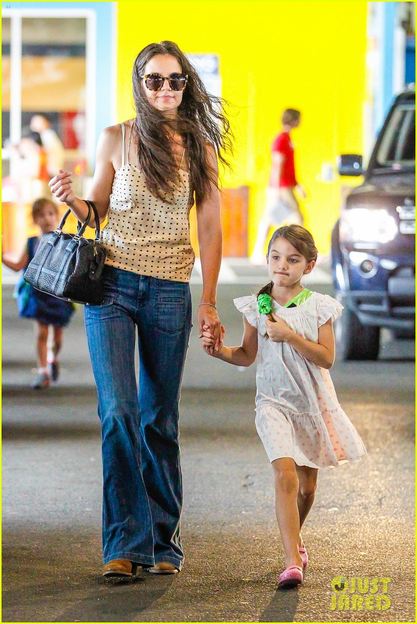 katie holmes picks suri up from gym class 16