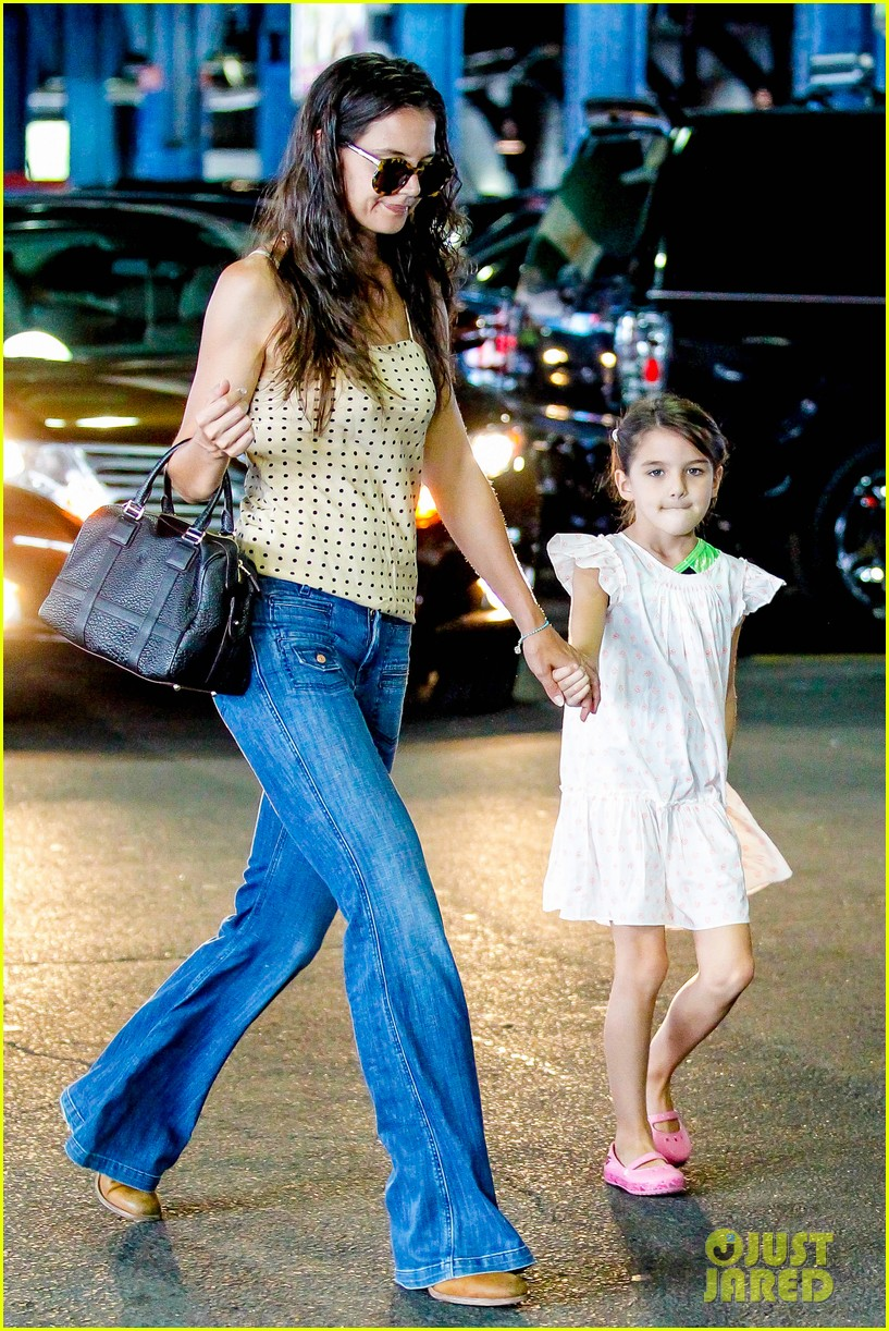 katie holmes picks suri up from gym class 19