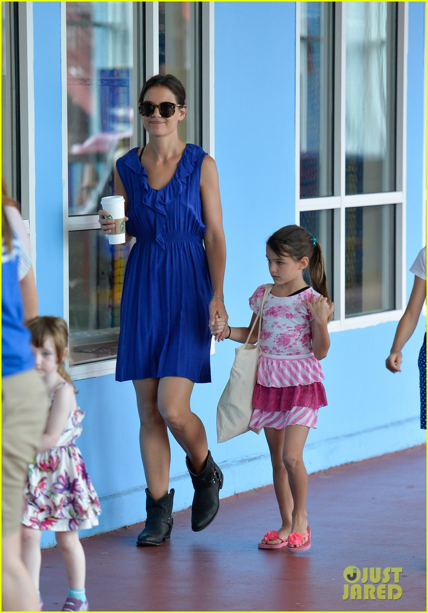 katie holmes suri good morning chelsea pier 012907871