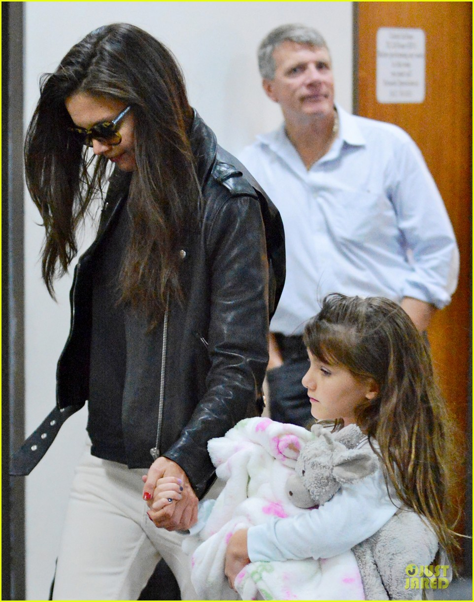 katie holmes suri hold hands after rare lax landing 03