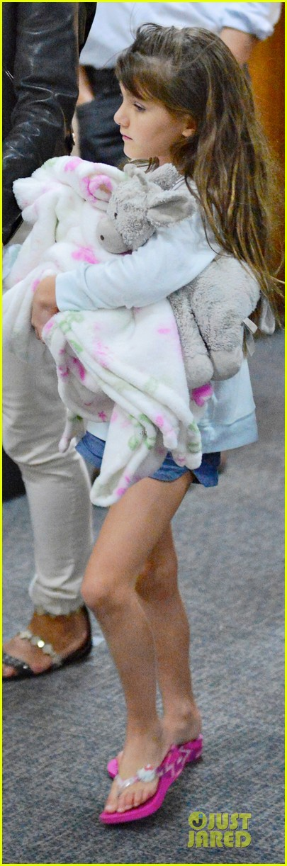 katie holmes suri hold hands after rare lax landing 05
