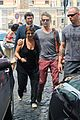 kate hudson matt bellamy fan friendly in rome 26