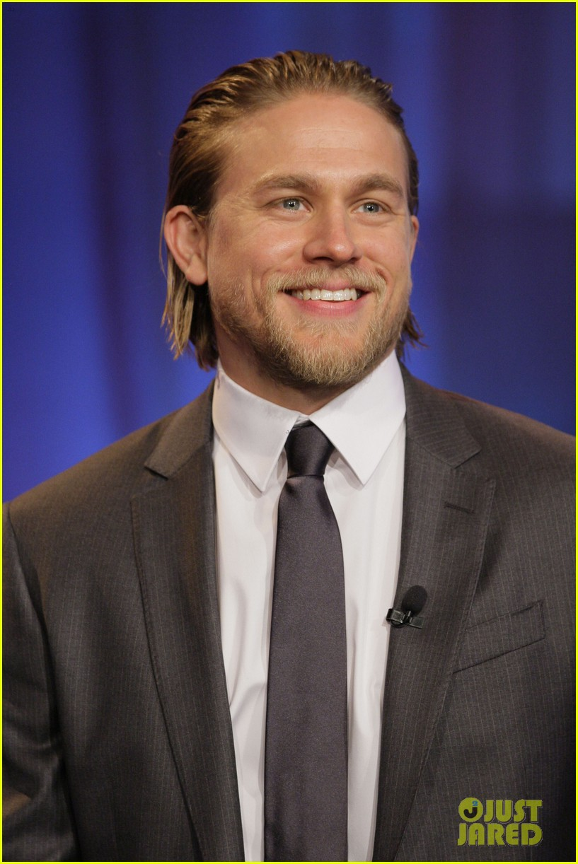 charlie hunnam stored things in his pacific rim pee flap 02