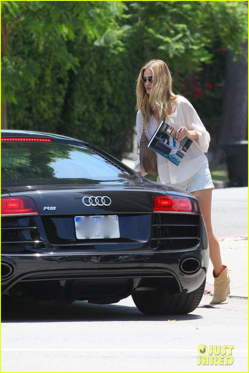rosie huntington whiteley continues shopping for new home 09
