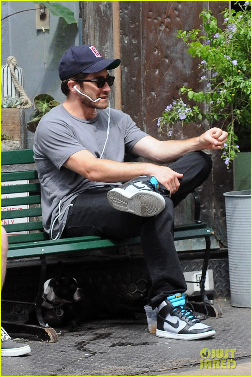 jake gyllenhaal takes his dog for a walk in nyc 112907440