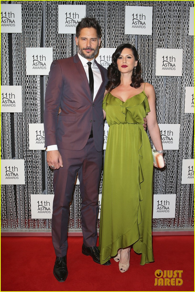 joe manganiello astra awards with bridget peters 01