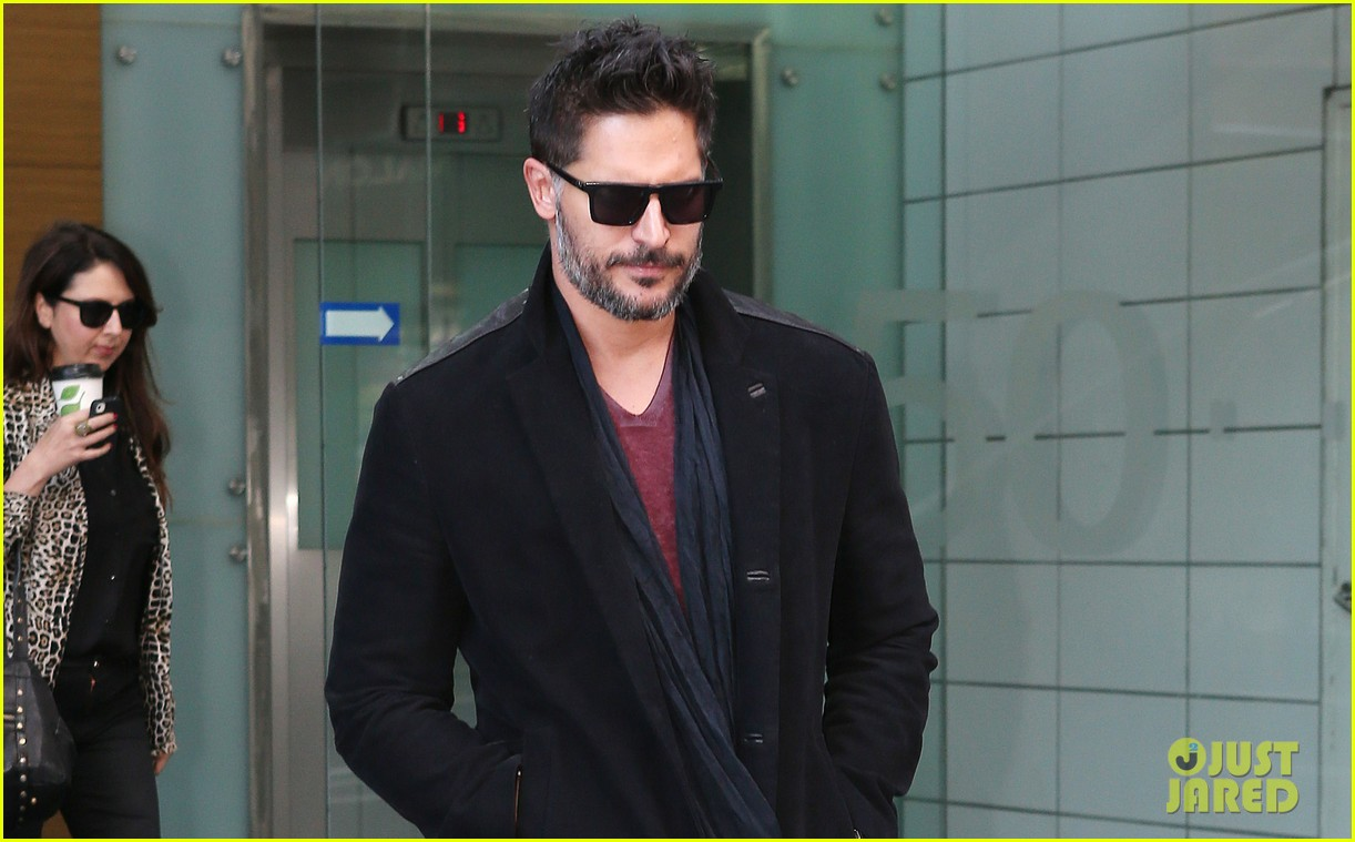 joe manganiello lots of crazy fan stuff happens 01