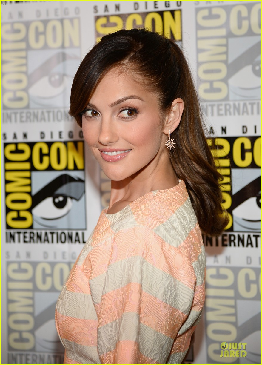 minka kelly michael ealy almost human at comic con 10