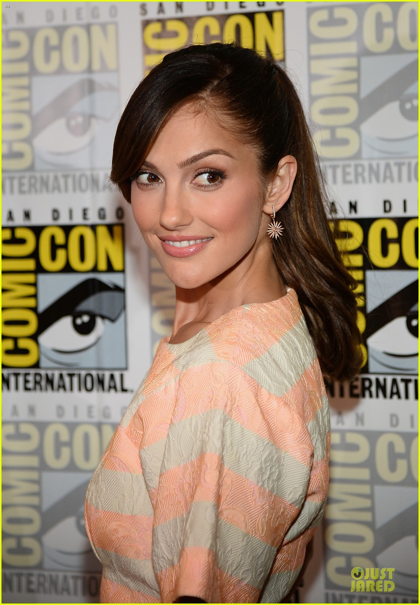minka kelly michael ealy almost human at comic con 18