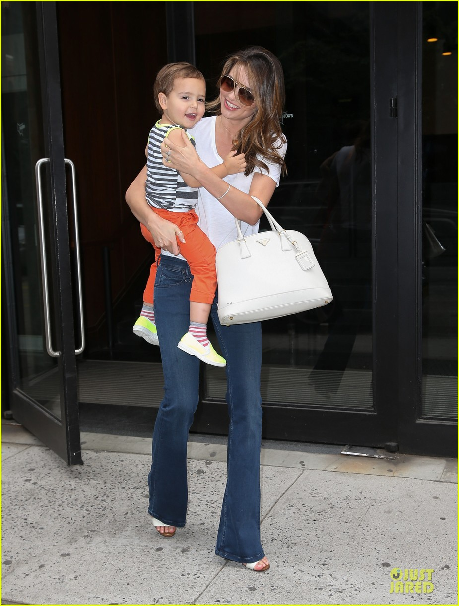 miranda kerr receives kiss on the cheek from flynn 01