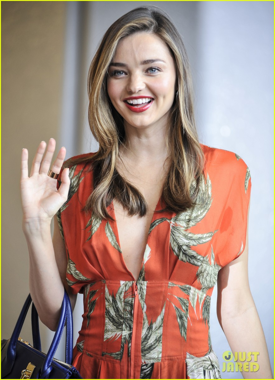 miranda kerr receives warm welcome in japan 03