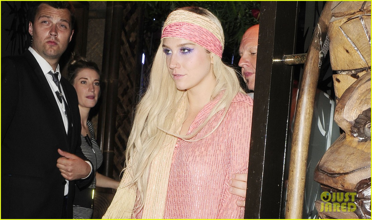 kesha parties at maliki after glittered up show 03