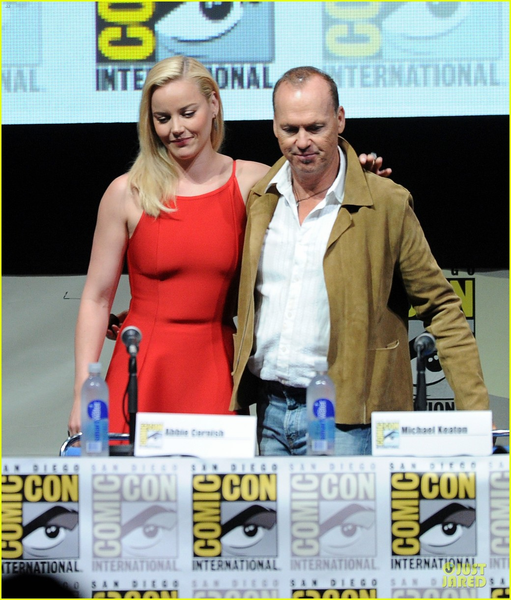 joel kinnaman abbie cornish robocop at comic con 02