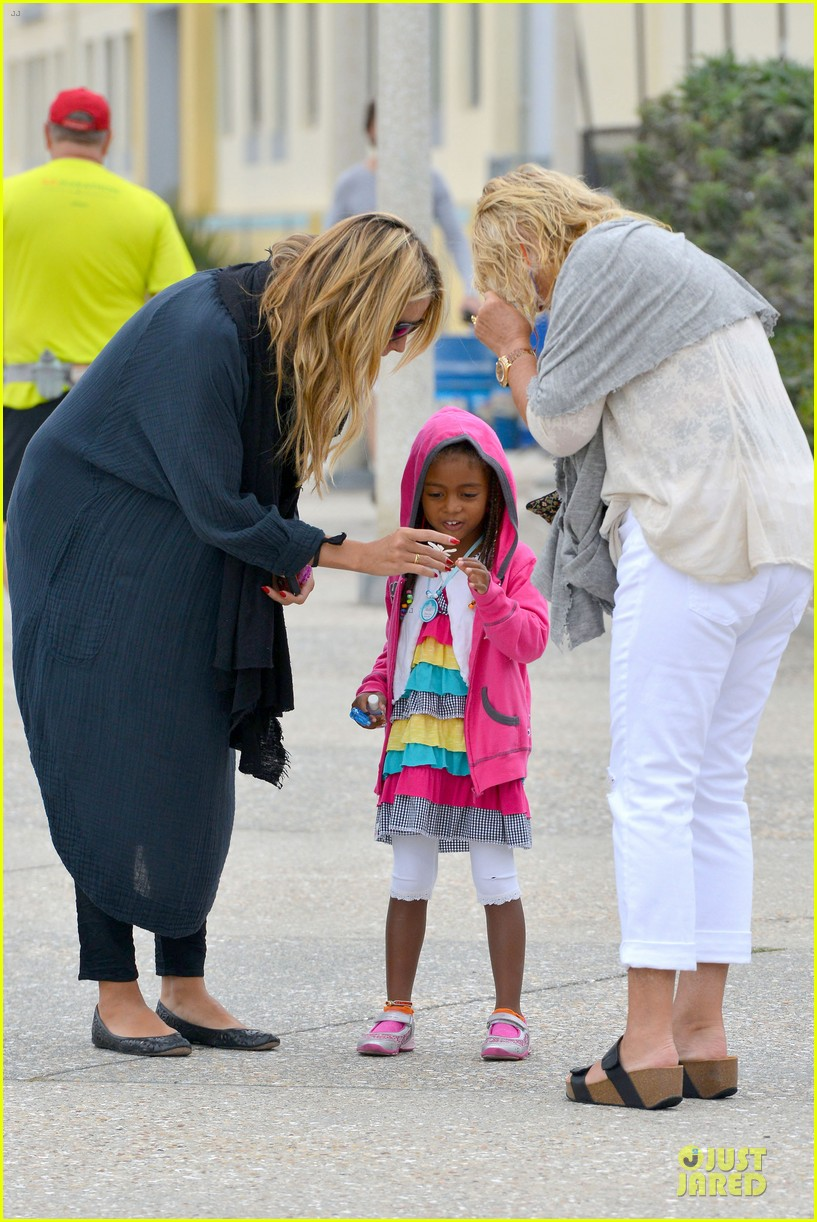 heidi klum martin kirsten venice beach bonding after nyc departure 05
