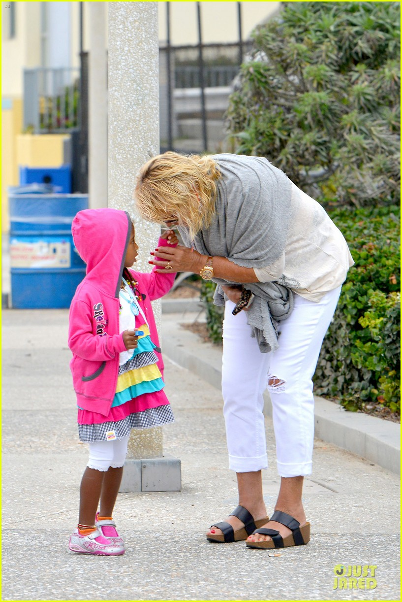 heidi klum martin kirsten venice beach bonding after nyc departure 16
