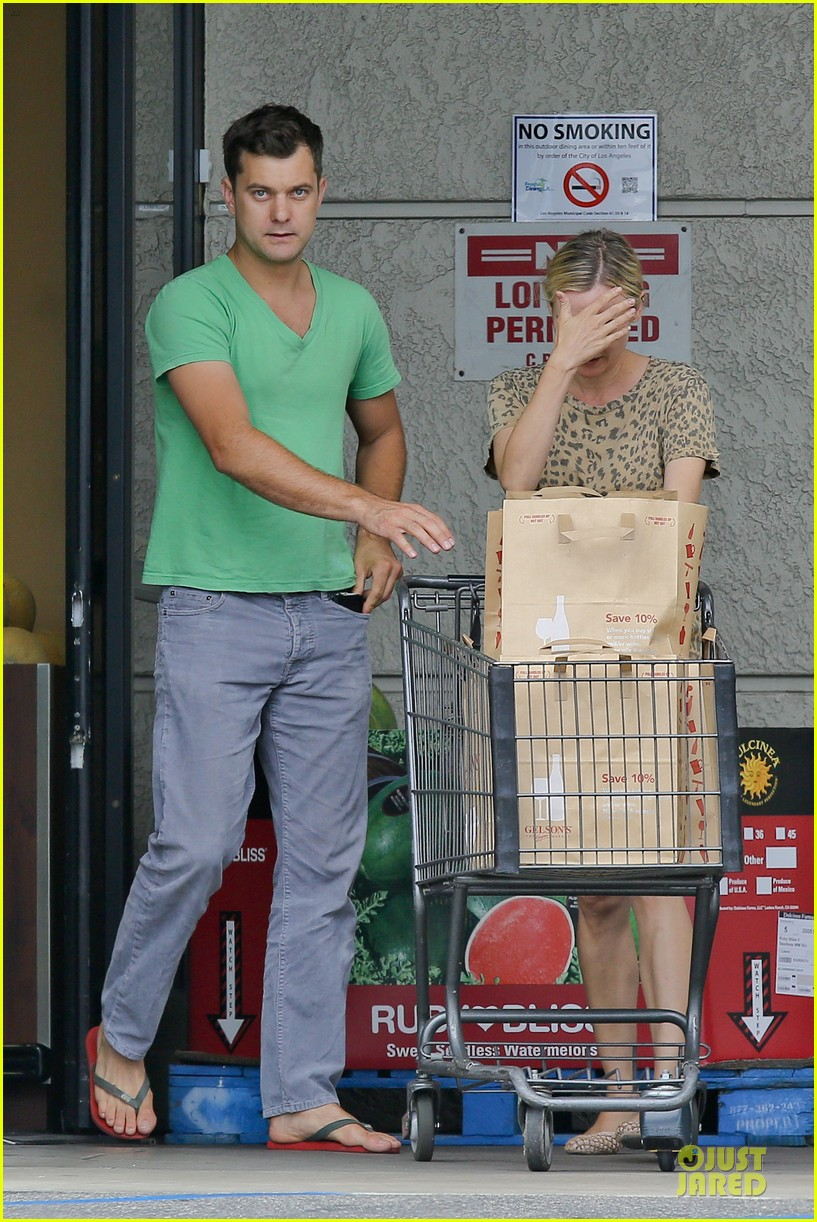 diane kruger joshua jackson white wine fruit shoppers 03