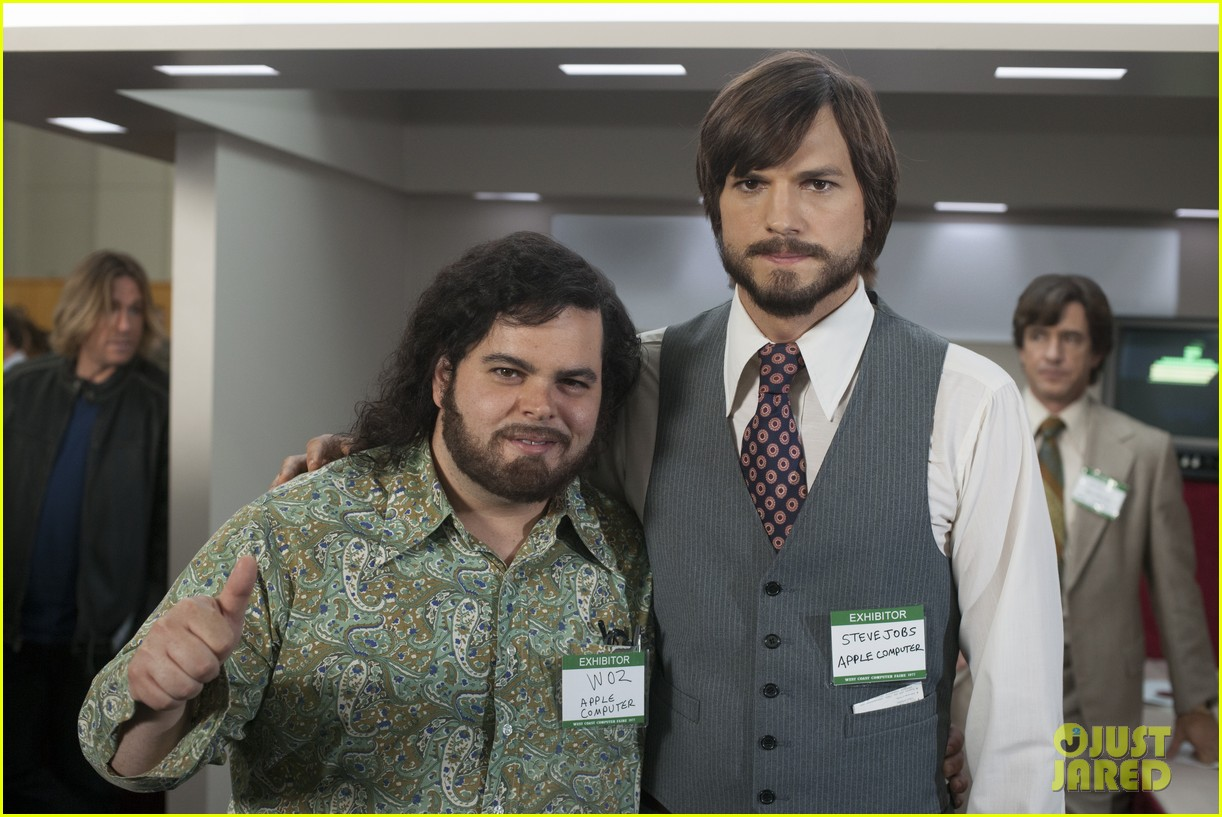 ashton kutcher new jobs poster images 012903208
