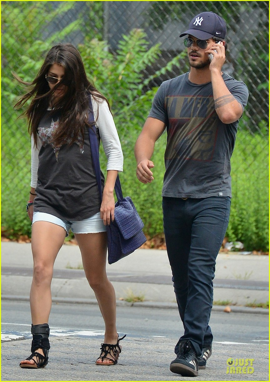 http://cdn04.cdn.justjared.com/wp-content/uploads/2013/07/lautner-holding/taylor-lautner-marie-avgeropoulos-holding-hands-as-new-couple-03.jpg