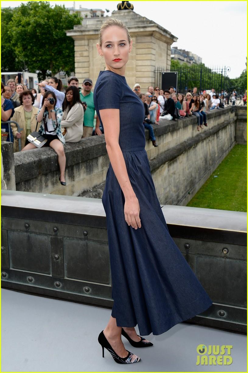 leelee sobieski gemma arterton christian dior fashion show 05