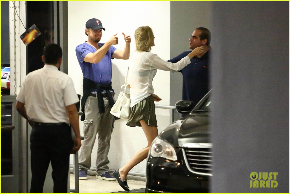 leonardo dicaprio thumbs up after toni garrn date 102915868