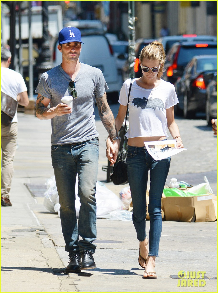 adam levine shaves beard shops with behati prinsloo 022919528