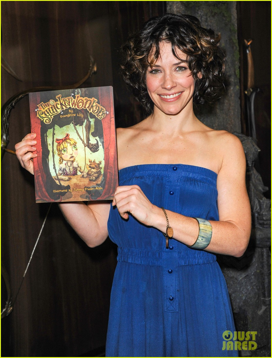 evangeline lilly debuts new childrens book at comic con 012911568