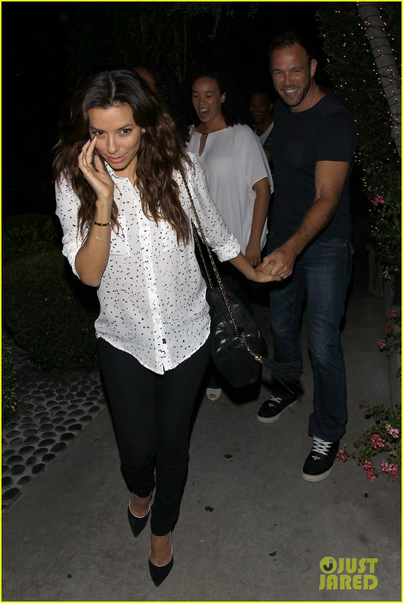eva longoria ernesto aguello argo dinner after house hunting 25