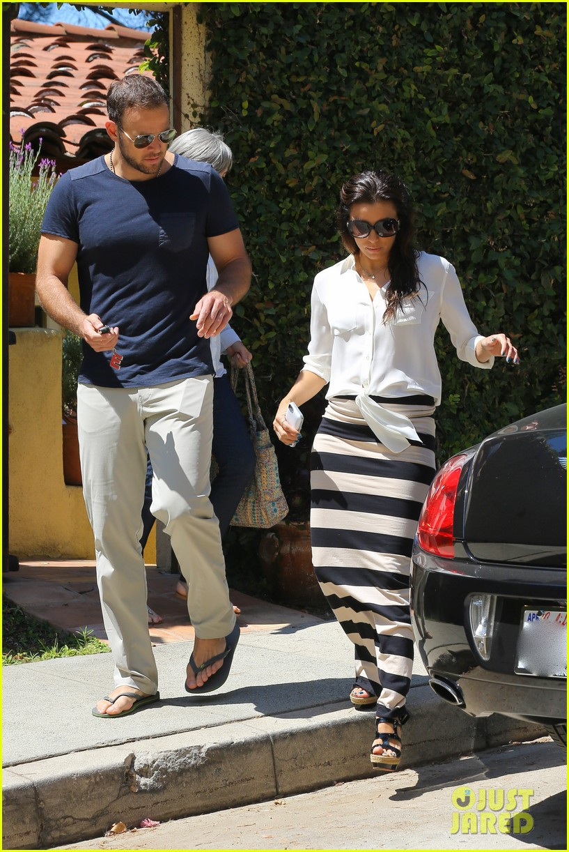 eva longoria ernesto aguello argo dinner after house hunting 31