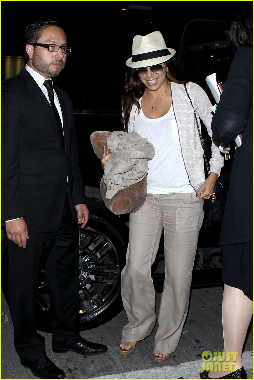 eva longoria lands in los angeles after paris trip 03