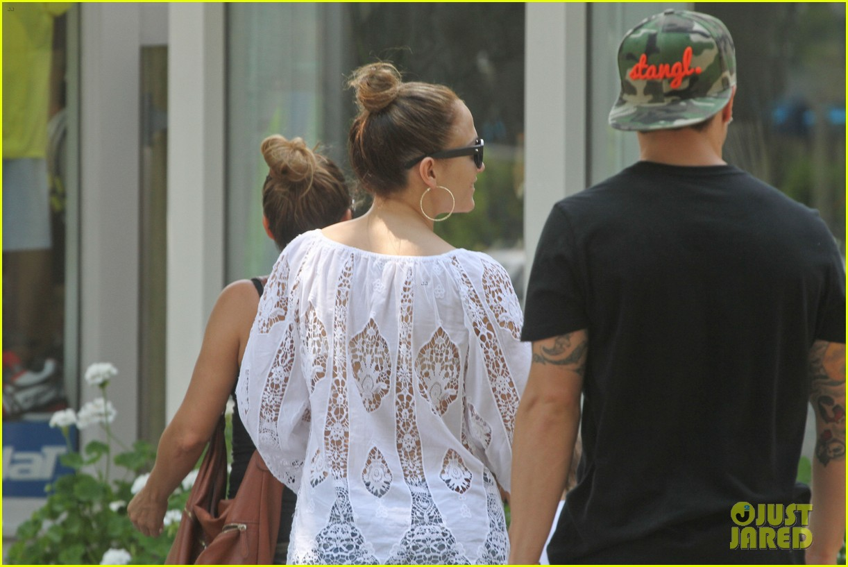 jennifer lopez casper smart hamptons weekend trip 102914563