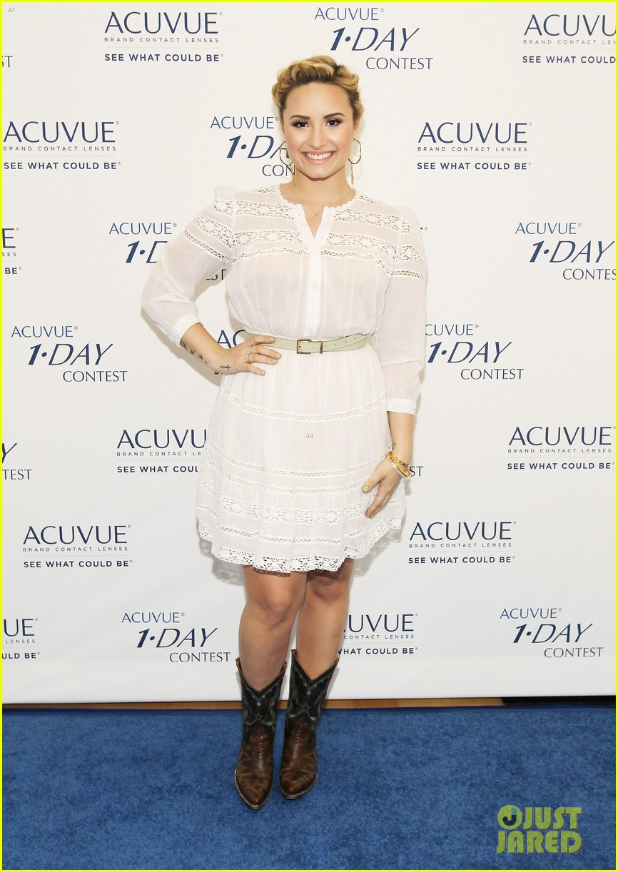 demi lovato acuvue 1 day dream event 01