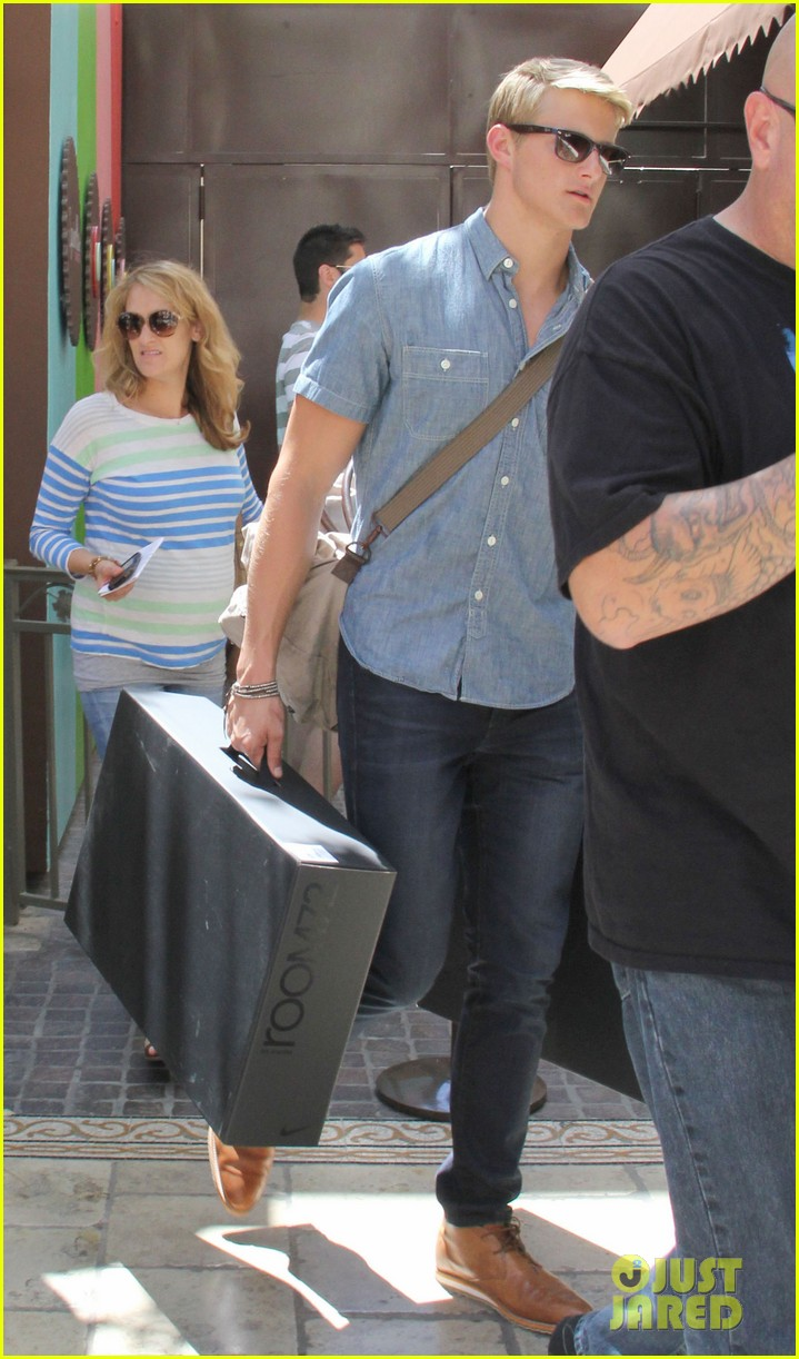 alexander ludwig visits extra at the grove 03
