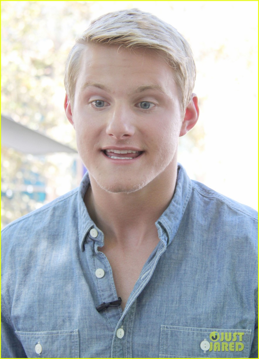 alexander ludwig visits extra at the grove 15