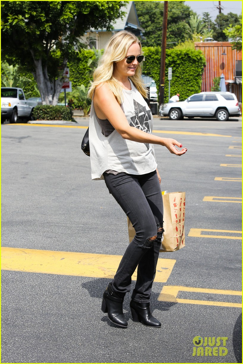 malin ackerman grabs groceries at gelsons 132918719