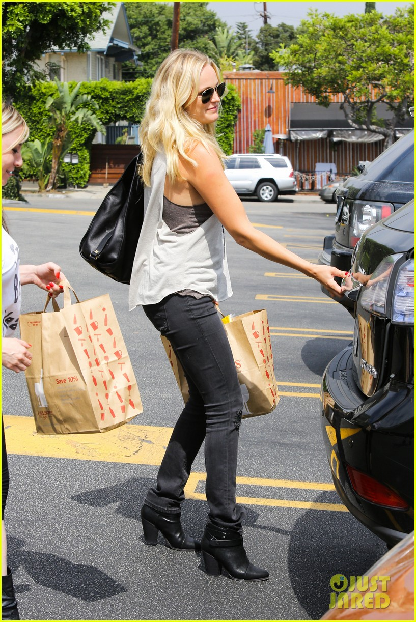 malin ackerman grabs groceries at gelsons 142918720