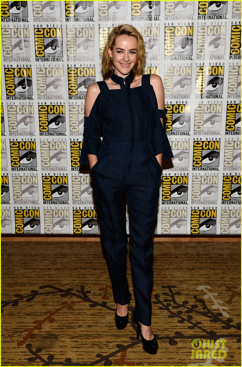 jena malone lenny kravitz catching fire comic con panel 06