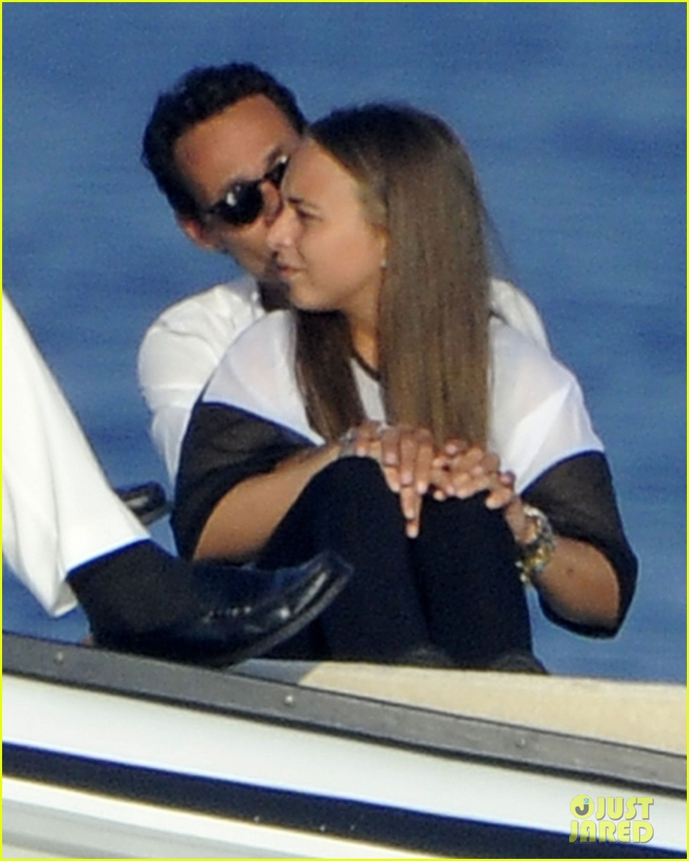 marc anthony chloe green cuddle in venice 12