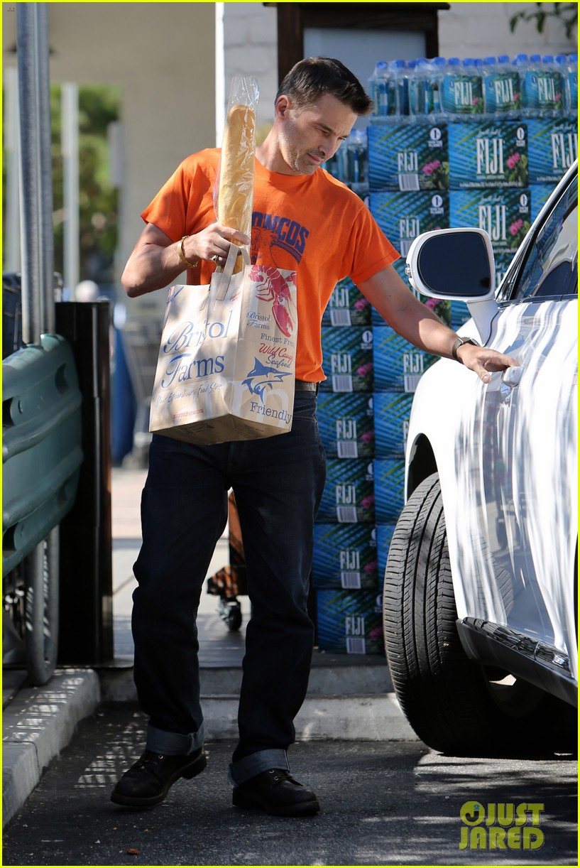 olivier martinez grocery shopping after french wedding 04